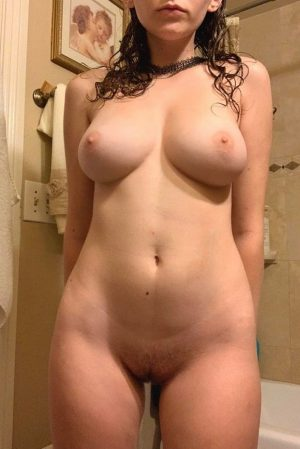Reddit pic of busty naked girl with sexy female body in the shower