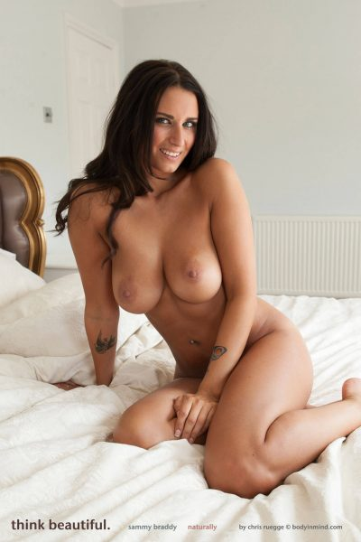 Beautiful naked woman in bed for BiM (6 photos)