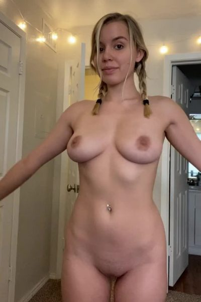 Nude girl shows off her lustful figure in 360 turn! (gif)