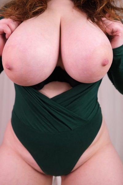She has big boobs to bury your face in! (4 pics)