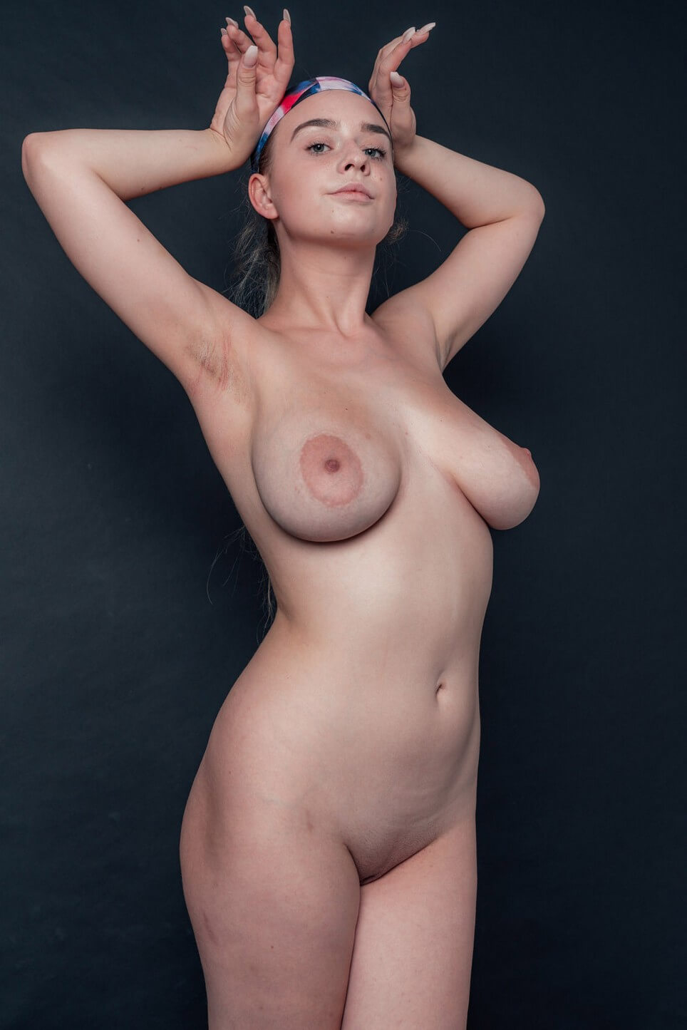 Nude babe with big tits on Only-Sports