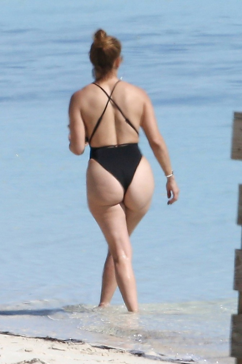 Jennifer Lopez fantastic big ass in a black thong swimsuit on the beach (7 pics)