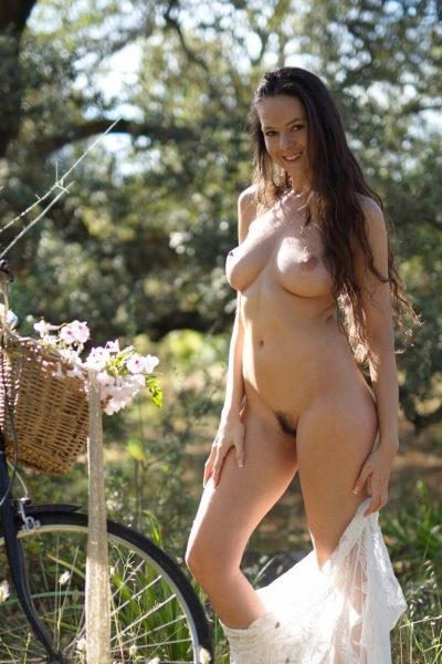 Wonderful Niky strips off in the countryside