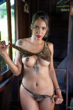 Sexy Colombian girl nude erotic pic 7