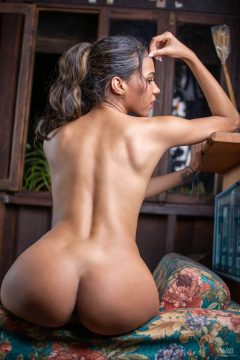 Sexy Colombian girl nude erotic pic 11