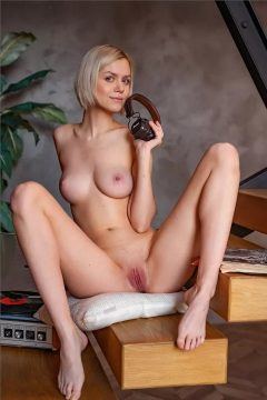 sexy nude model nice tits and pussyy