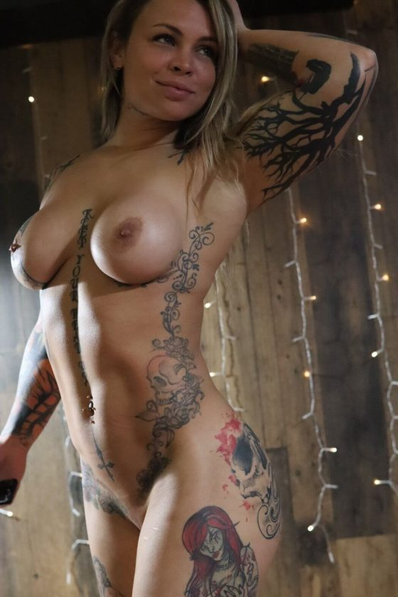Celebrity tattoed babe with sexy boobs exposed online (2 pics)