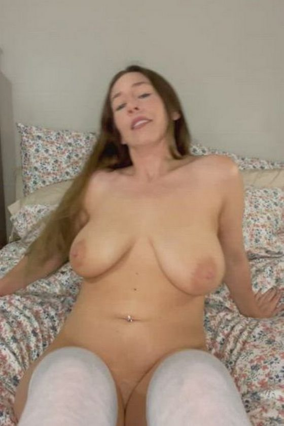 Voluptuous naked woman with delectable boobs (gif)
