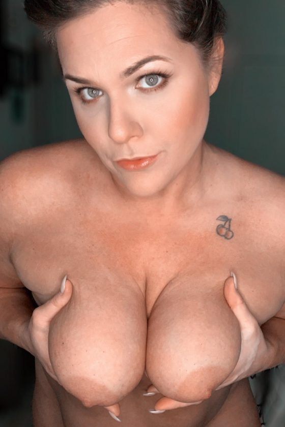 Uncensored thick MILF