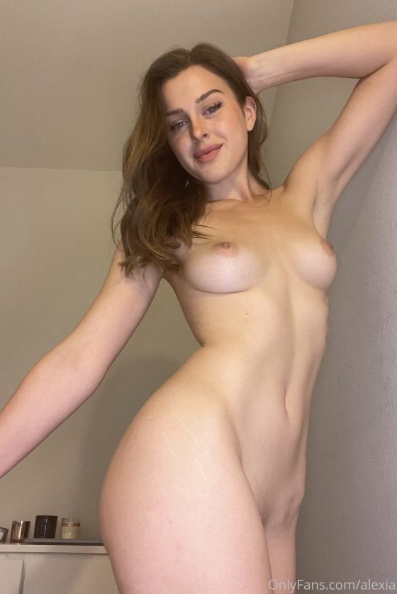 Porn shots of nude babe at home (6 pics)