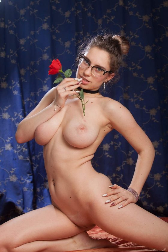 Stunning18 – Busty Liza Loo getting naked (gallery)