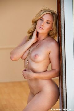 perfect-blonde-playboy-model-nude-link